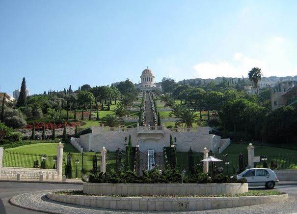 Лестница Бахайского храма